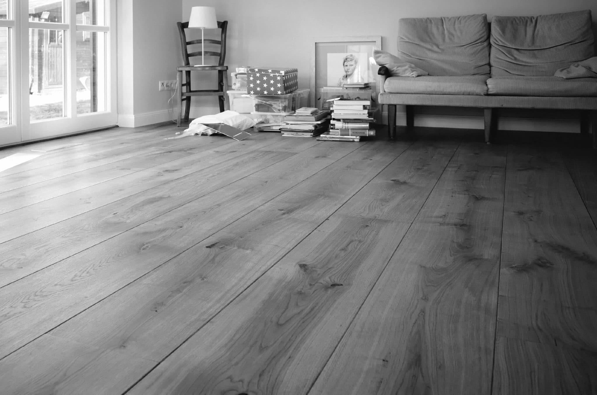 schlossdielen eiche produktinfos preis zu breite schlossdielen in franz sischer deutscher eiche. Black Bedroom Furniture Sets. Home Design Ideas